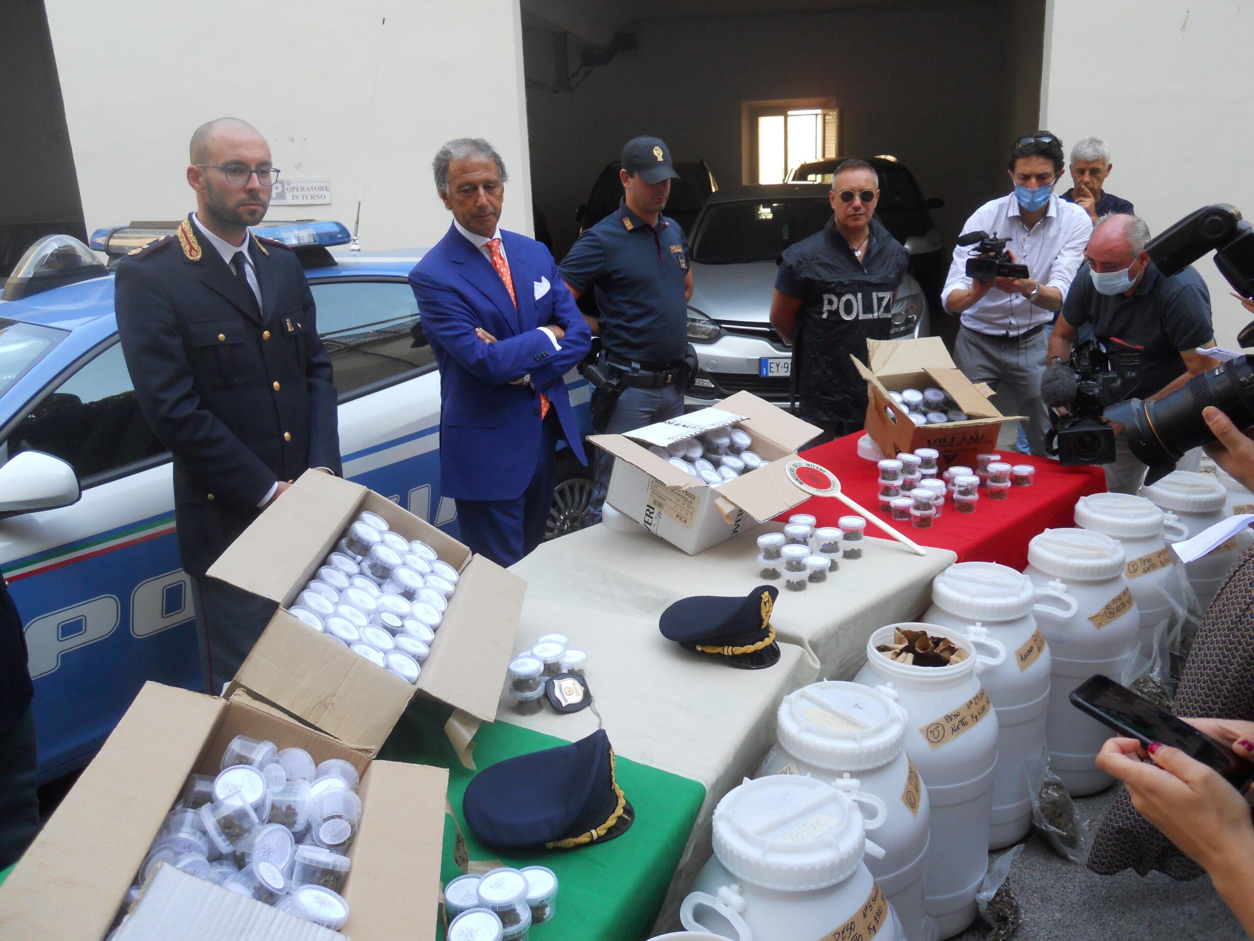 Questura di Macerata, sequestrati a Cingoli 80 kg di marijuana