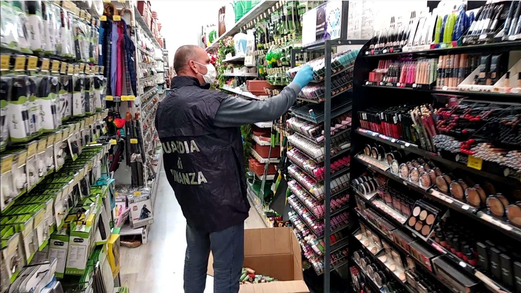 Guardia di Finanza sequestra 900 mila prodotti non conformi