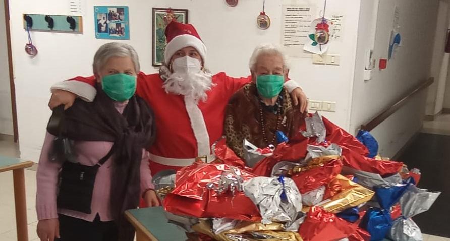 Treia, Babbo Natale tra gli anziani della casa di riposo