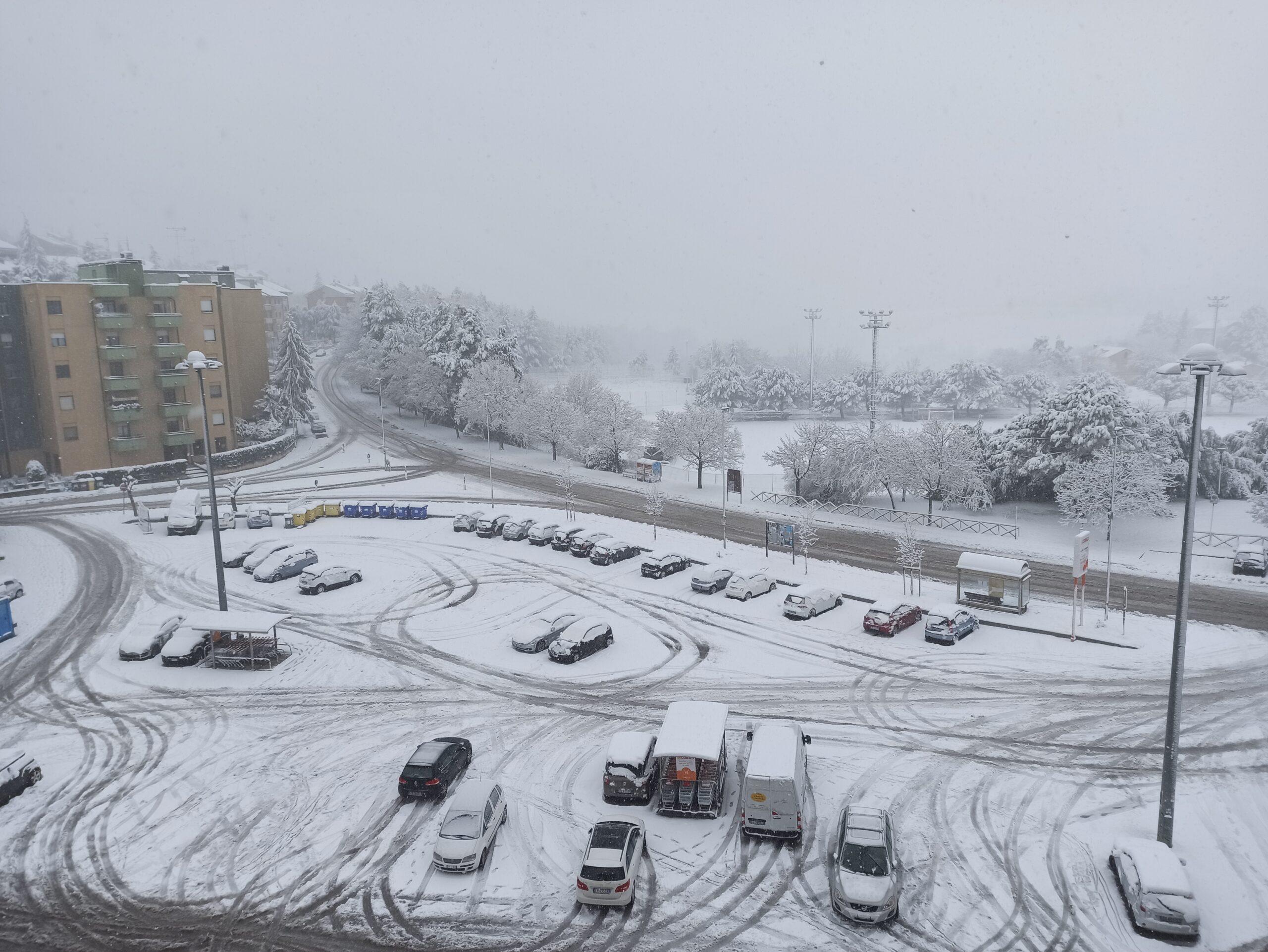A Macerata scattato il piano neve, piccoli disagi e scuole aperte