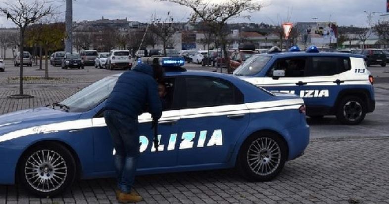 Controlli della Polizia nel fine settimana a Macerata e Civitanova