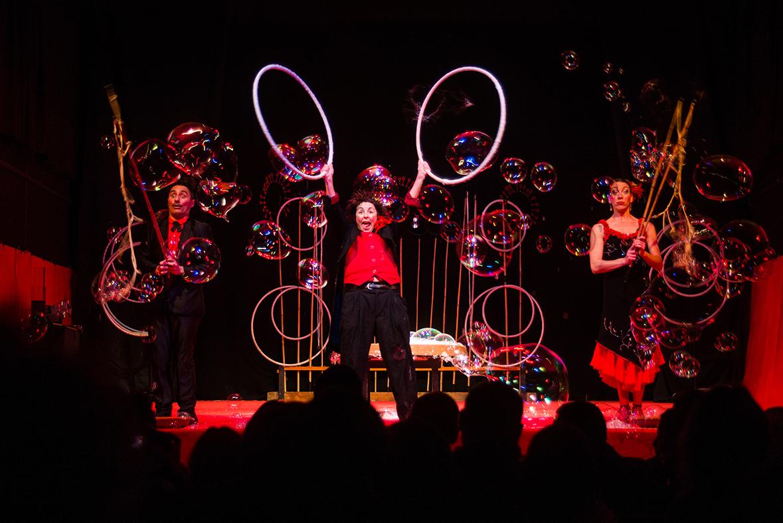 Il circo delle bolle, giochi e magia ai teatri di Macerata e Fabriano
