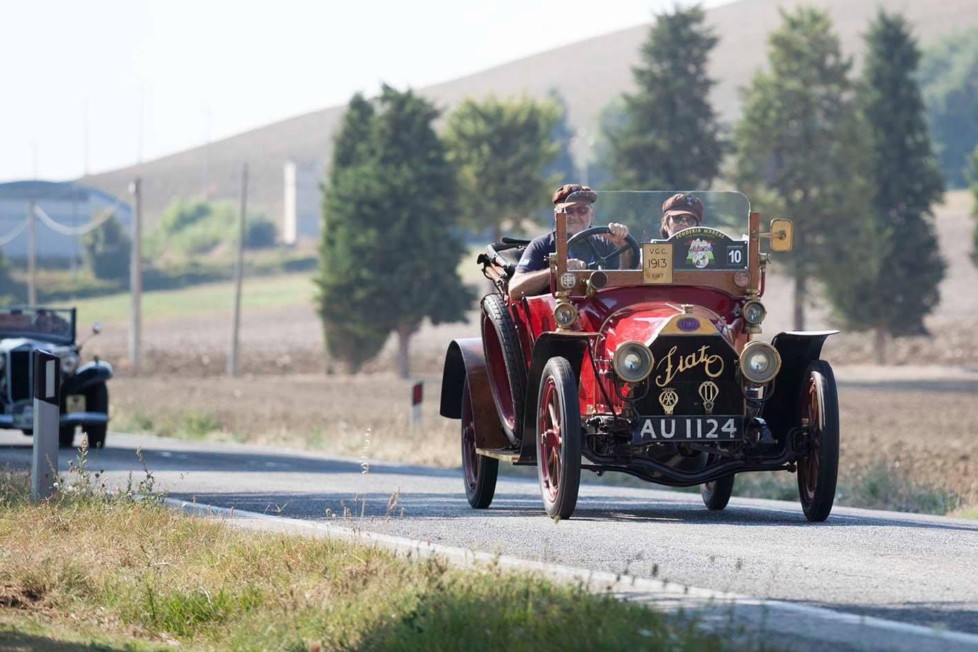 """A San Severino Marche le auto d'epoca di """"Sibillini e Dintorni"""""""