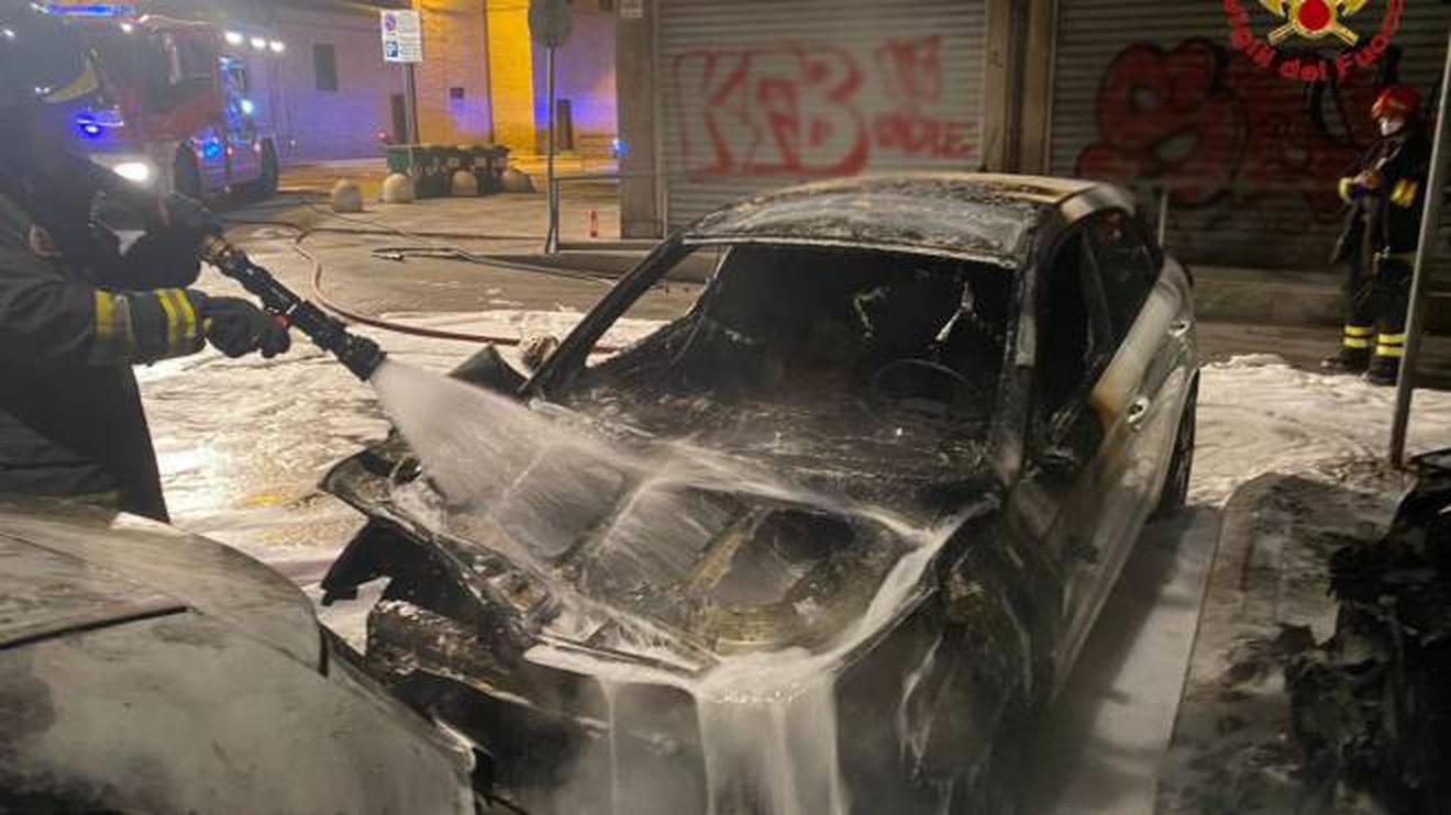 Polizia, fermato a Civitanova Marche il piromane delle auto