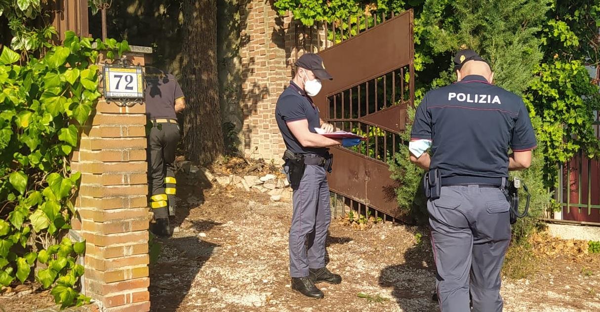 Macerata, famiglia di tre persone trovata morta in casa